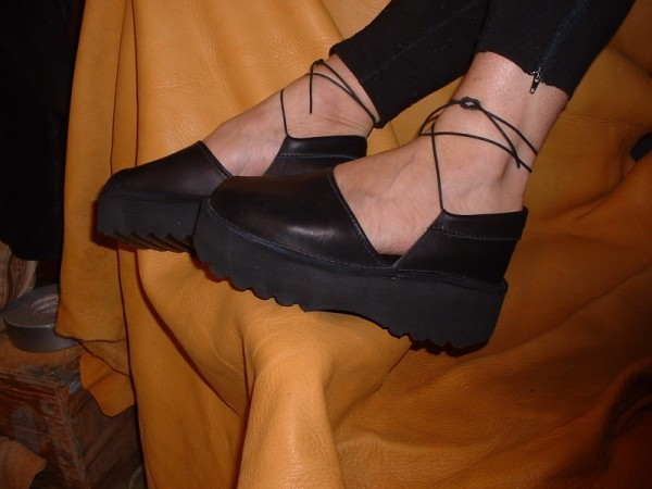 black wedge sole